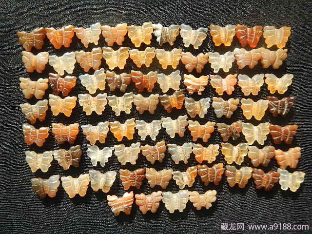 清代74枚��瑙蝴蝶�扣珠