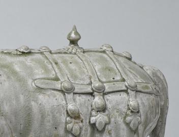 400368北齐相州窑青白瓷神牛高26长31厘米左向臀部装饰.jpg